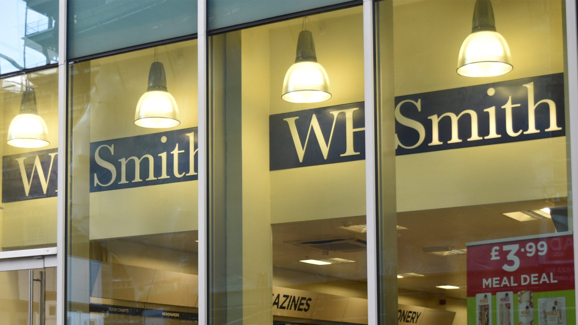 w h smith spinningfields manchester